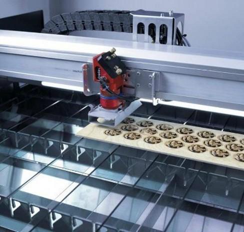 在大多数木材加工中,平台型或x-y绘图仪型的机器有着若干优点.
